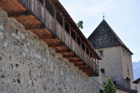parapet wall: Medieval City Wall of a small town in South Tyrol.