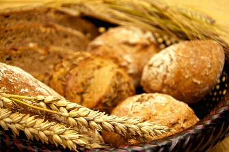wholemeal: Selection of wholegrain bread and buns with ears of wheat and barley