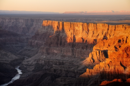 デザート ビュー ポイント、グランドキャニオン国立公園の夕暮れ時からコロラド川の眺め 写真素材