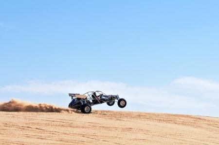 カリフォルニア州で砂丘のバギー