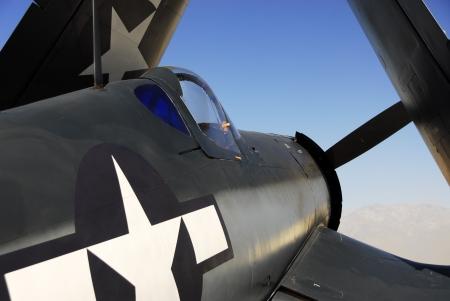 米国海軍の F4U コルセアを復元