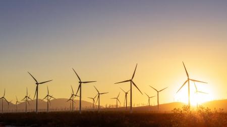 テハチャピ峠、カリフォルニア州での風力タービンの数千