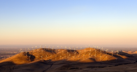 altamont pass: Wnd turbines in the golden hills of California