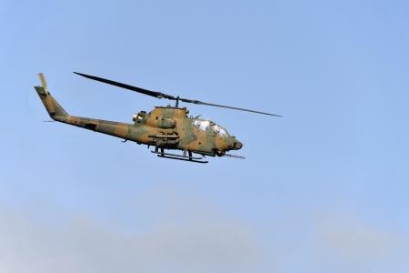 スモーキー空の対戦車ヘリコプター