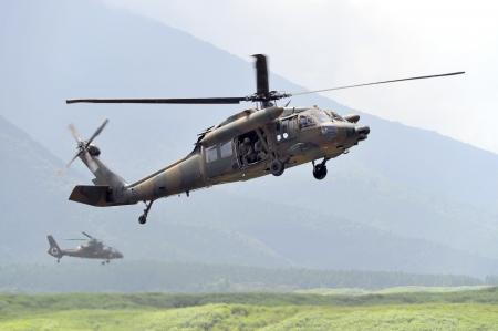 ヘリコプターから懸垂下降する準備ができて