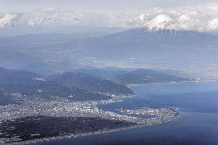 駿河湾上空から富士山の空撮