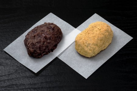 azuki bean: Ohagi  Botamochi - Traditional Japanese bean cake, sweet rice ball wrapped or filled inside with sweet azuki bean paste   Stock Photo