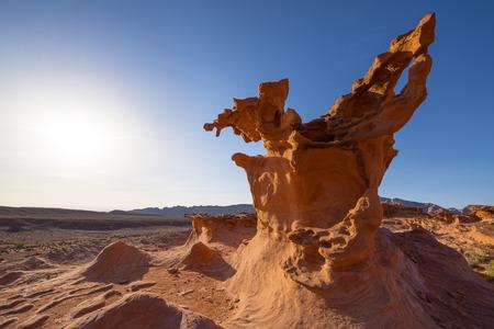 ホブゴブリンの遊び場や悪魔の火とも呼ばれる小さなフィンランド、砂の岩の塊を驚くべき金ビュート、ネバダ州の石します。 写真素材