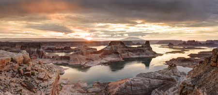 extreme weather: Lake Powell view from  Alstrom point in Glen Canyon National Recreation area