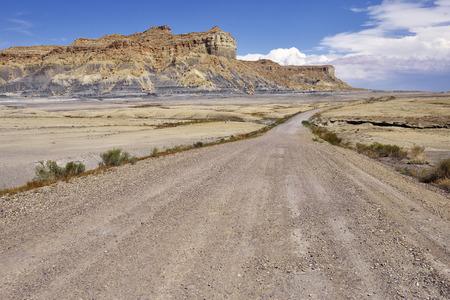 グレン ・ キャニオン国立レクリエーション エリアの砂漠の未舗装の道路。