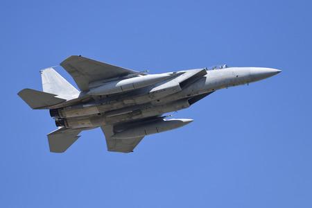 飛行のジェット戦闘機 報道画像