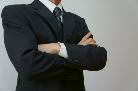 to fold one's arms: fold ones arms. Businessman crossing arms.