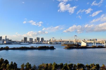レインボー ブリッジの昼間の風景です。(東京都)