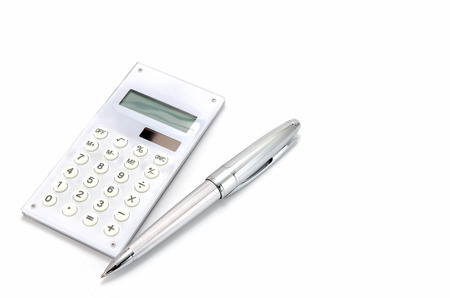 クローズ アップ、電卓とボールペン。 写真素材