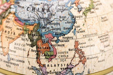 カラフルな世界地図の東および東南アジアのクローズ アップ。 写真素材