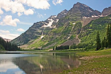marron: Marron Bells and mirror reflection on Crater Lake, Colorado