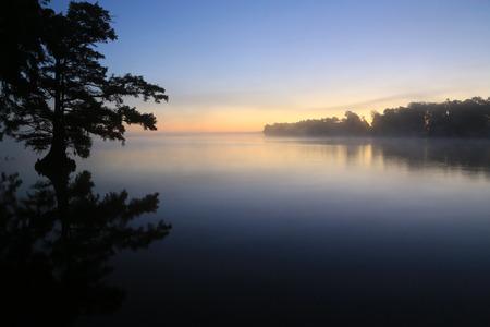 Alba sul Reelfoot Lake, Tennessee Archivio Fotografico - 33217339