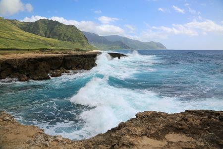 カエナ ポイント州立公園オアフ島ハワイで劇的な波