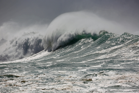 north shore: Powerful wave - North Shore, Oahu, Hawaii Stock Photo