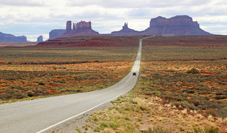monument valley: Road 163 in Monument Valley, Utah
