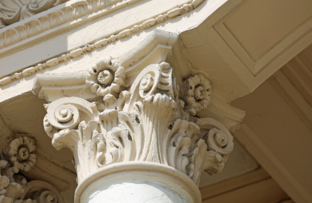 Cap pillar in corinthian order