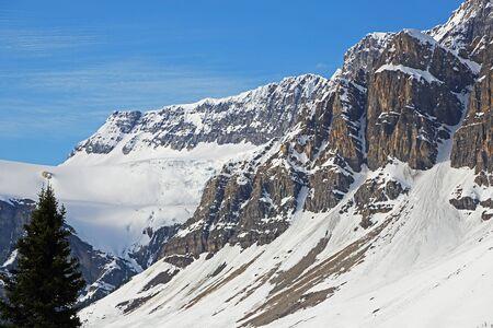 Crowfoot Glacier and cliffs, Banff NP, Canada 版權商用圖片