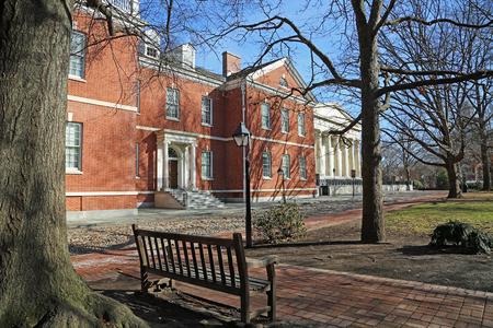 The bench on Library Street, Philadelphia Editöryel