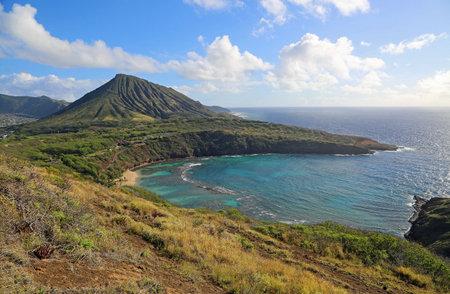 Volcanic coast of Oahu - Hanauma Bay, Oahu, Hawaii 스톡 콘텐츠