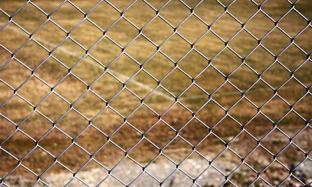 chainlinked: metalen ketting verbonden hek
