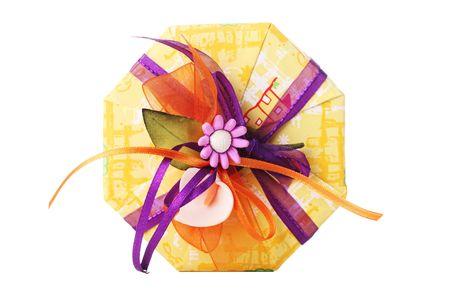 octogonal: caja de regalo octogonal coloridos, aislado en blanco