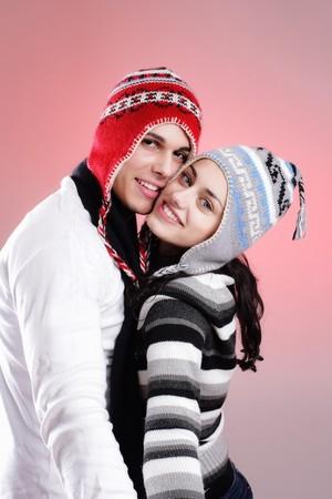 sweater: pareja de invierno joven atractiva algunos divertirse