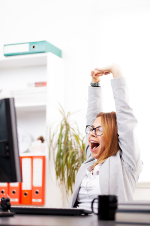 business woman stretching and yawning in an office Zdjęcie Seryjne