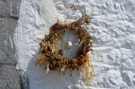 sear: Decorative wreath, made of sear flowers, on a wall in Spetses island, Greece