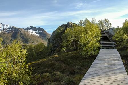 schlagbaum: Holz-Weg �ber die Berge