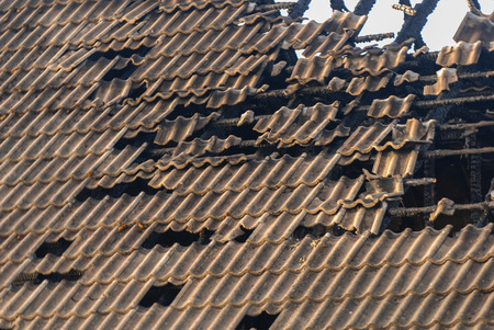roof of the burned house Standard-Bild