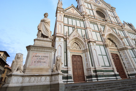 dante alighieri: Piazza Santa Croce and the Monument to Italian poet Dante Alighieri, the Divine Comedy writer, on September 2016 in Florence, Italy Editorial