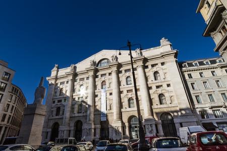 밀라노, 2017 년 12 월 : 이탈리아 증권 거래소 (Borsa Italiana)라고도 Piazza Affari (비즈니스 스퀘어), 2017 년 12 월 밀라노, 이탈리아에서