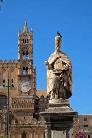 Cathedral with pope sculpture in Palermo, Sicily Archivio Fotografico