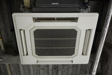 大きなエアコン