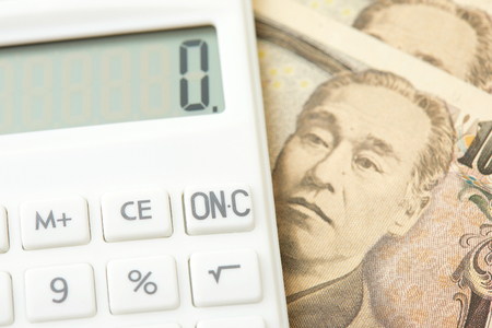 reckon: close up of the calculator and Japanese money
