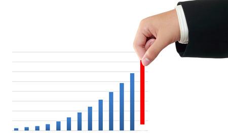 pull up: Uomo d'affari tirare su un grafico a barre di crescita