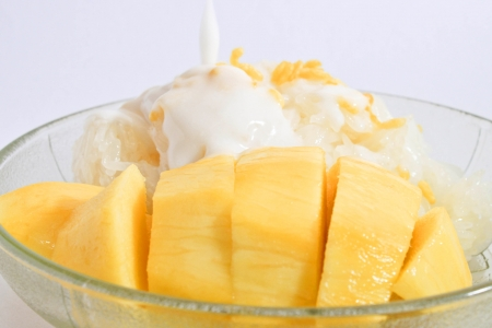 sticky rice with mango and coconut milk photo