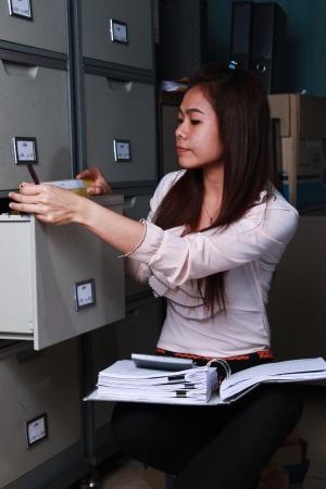 file cabinet: que buscar documentos en un archivador