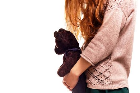 petite fille triste: La solitude et les probl�mes de socialisation � l'adolescence