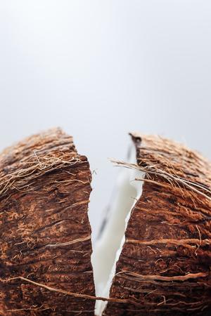 Heerlijke kokosnoot met witte kokosnoot pulp Stockfoto - 51650632