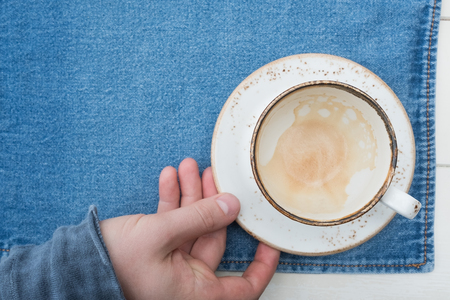 An empty cup of coffee on a wooden table. Hot drink in the morning Imagens - 87165294