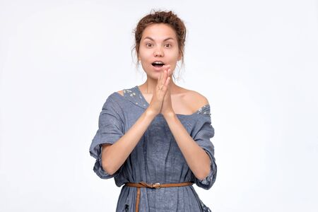 woman with dreadlocks standing opening mouth in surprise Stockfoto