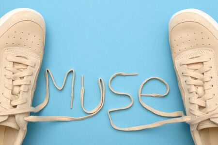 New women sneakers with laces in muse text.