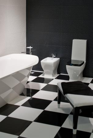 black and white decor in bathroom photo