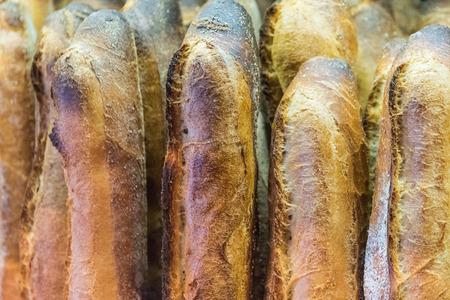 빵집에서 빵의 신선한 구운 빵과 함께 빵 빵집 식품 공장 생산